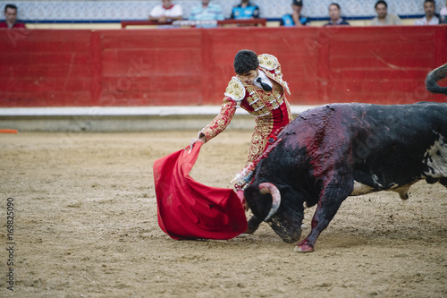 Photo sur Aluminium Corrida Bullfighter in a bullring.