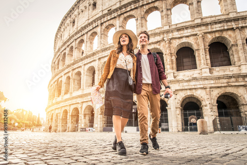 Canvas Print Couple at Colosseum, Rome