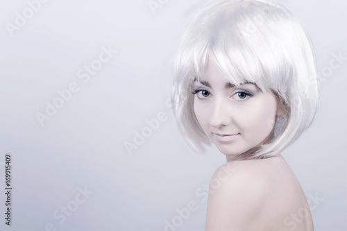 Poster womenART Portrait of young woman / female / girl with white care wig / hair and bare shoulders posing