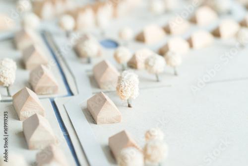Türaufkleber Darknightsky Architektur Modell eines Feriendorfes aus Holz und Karton