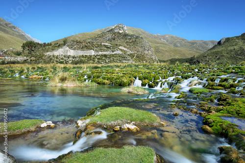 jasne-wody-rio-canete-rzeki-w-poblizu-miejscowosci-vilca-peru