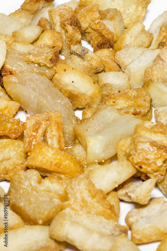 Fotografía  Crispy Pork Skin. Snack thai food.