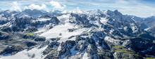Panorama Sur Les Montagnes Ver...