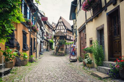sredniowieczna-wioska-eguisheim-w-alzacji-we-wschodniej-francji