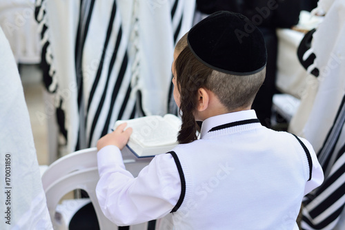 Vászonkép JERUSALEM, ISRAEL - APRIL 2017: Jewish hasidic pray a the Western Wall, Wailing Wall the Place of Weeping is an ancient limestone wall in the Old City of Jerusalem