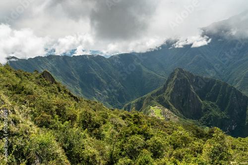 Fototapeta Machu Picchu unter Wolkendecke obraz na płótnie