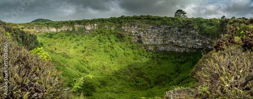 Photo Stands South America Country Los Gemelos Erdfall umgeben von Scalesia Wald auf Isla Santa Cruz