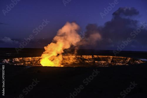 Deurstickers Vulkaan Kilauea crater glowing at twilight