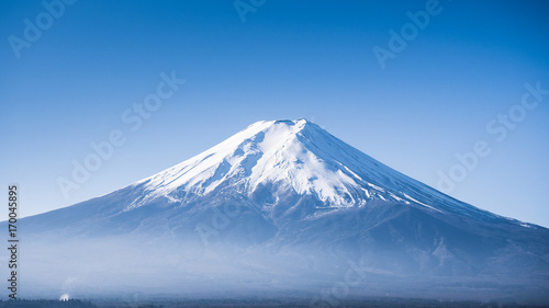 close up peak of fuji mountain with beautiful clear sky Tableau sur Toile