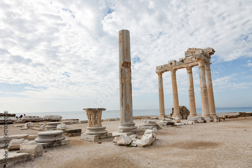 Poster Turquie Columns of an ancient Greek temple, ruins