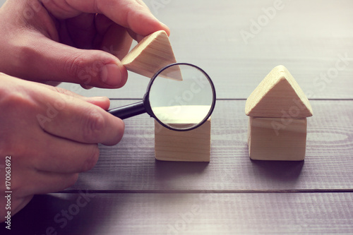 Fotografía  inspection of construction objects/ viewing in a magnifying glass the design of