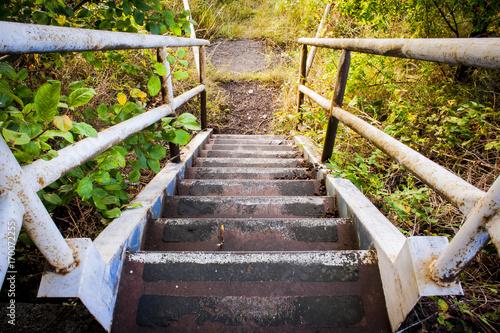 zardzewiale-schody