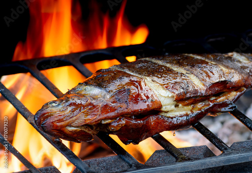 Papiers peints Steakhouse Hot Grilled fish on fire