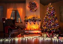 Weihnachtlich Geschmückter Raum Mit Christbaum Und Vielen Lichtern