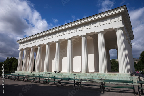 Платно Neoclassical Theseus Temple in Vienna Volksgarten, Austria