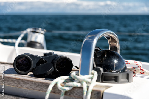 Fotomural  Kompass und Fernglas