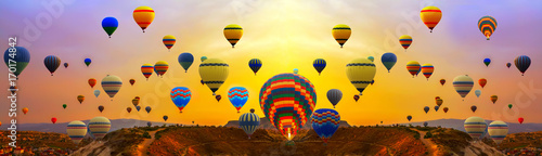 Poster Ballon hot air balloons in sunrise