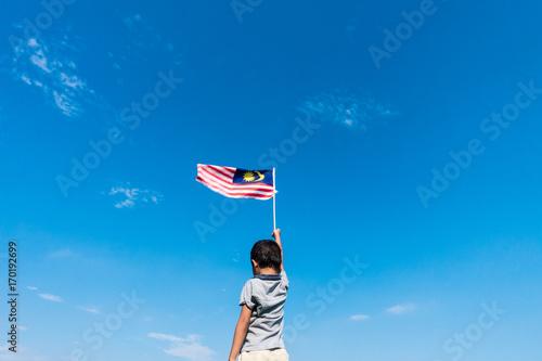 Cuadros en Lienzo  Unknown kid waving Malaysia Flag