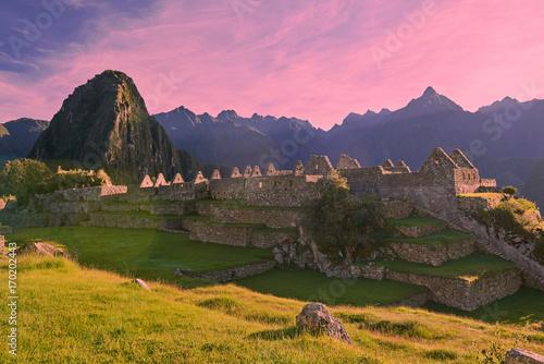 Zdjęcie XXL 1407834 Różowe światło wschodu słońca nad machu picchu