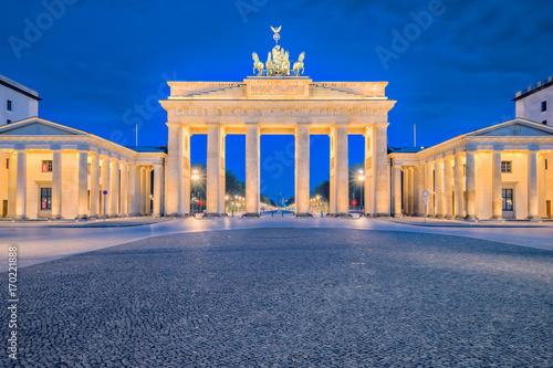 Zdjęcie XXL Brandenburg brama lub Brandenburger Tor w Berlin, Niemcy przy nocą