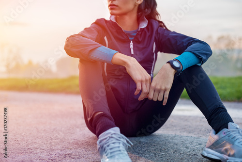 Poster Glisse hiver Athletic woman resting on ground