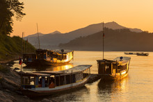 Boats On The Mekong River, Lua...