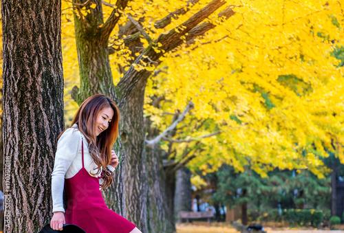 Photo  Beautiful Girl with Yellow Leaves in Nami Island, Korea.