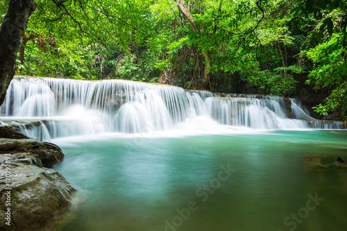 Foto op Plexiglas Groene beautiful waterfall in Thailand