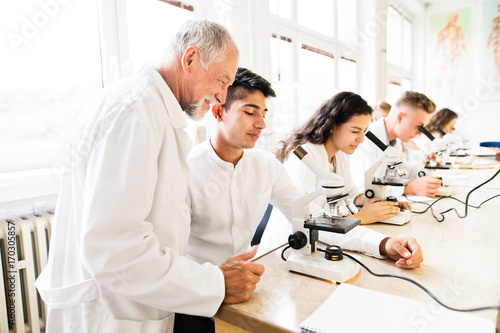 Cuadros en Lienzo Senior teacher teaching biology to high school students in labor