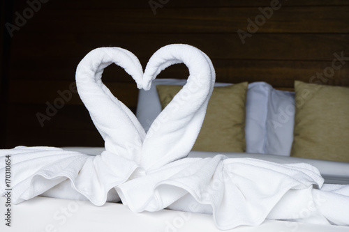 Poster Cygne white fold towels like swan lay down on the bed
