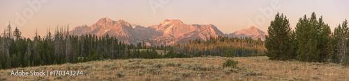 Fototapeta Morning sun glow on the Sawtooth mountain range near Stanley, ID.  obraz