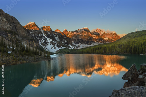 Poster Bergen Moraine Lake Sunrise