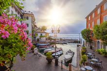 Sonnenaufgang Im Hafen Von Lim...