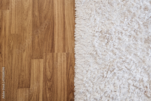 Photo Close-up luxury white carpet on laminate wood floor in living room, interior dec