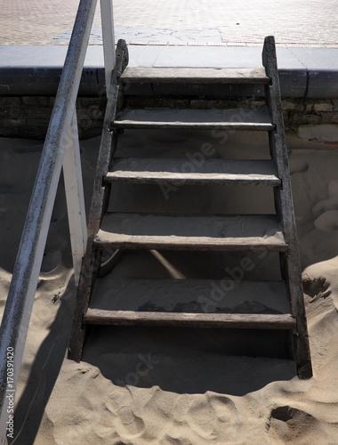 Petit Escalier En Bois Sur La Plage