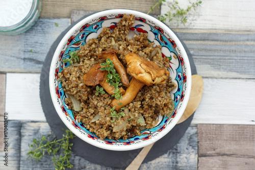 Fotografie, Obraz  Quinoa con funghi