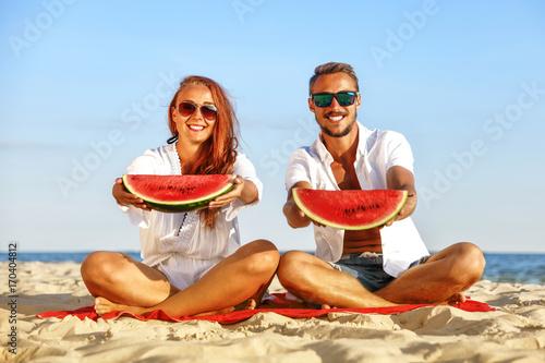 Plakat czas jesieni na plaży