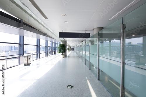 Keuken foto achterwand Treinstation White hall at airport - modern architecture