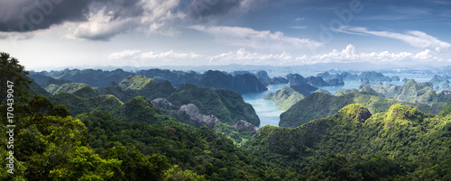 Fotografia  scenic view over Ha Long bay from Cat Ba island, Ha Long city in the background,