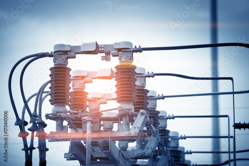 Foto  High voltage circuit breaker in a power substation