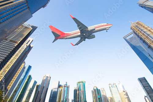 Photo  aircraft with shanghai skyline of the lujiazui financial center