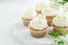 Vanilla Cupcakes With Cream Ch...