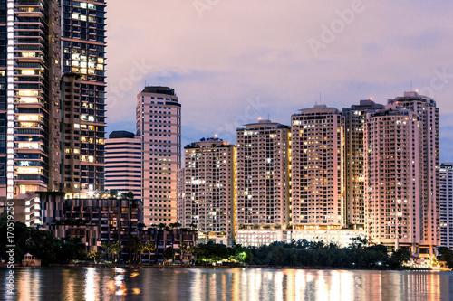 Tuinposter Singapore twilight building