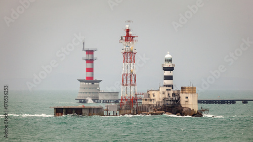 Foto op Aluminium Vuurtoren Horsburgh Lighthouse on Pedra Branca Island of Singapore and Abu Bakar Maritime Base owned by Malaysia in the Singapore Strait.