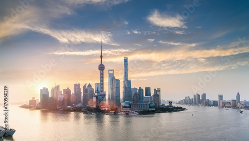 Photo  shanghai skyline in sunrise