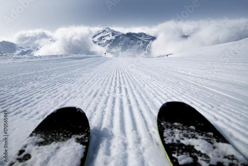 Skipiste mit Skiern Slika na platnu
