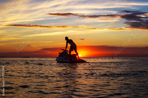 Poster Nautique motorise silhouette of a man on a jet ski in the sun