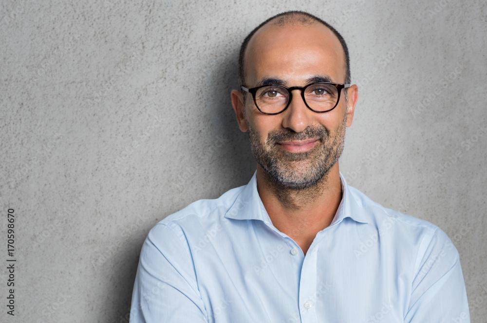 Fototapety, obrazy: Businessman wearing eyeglasses