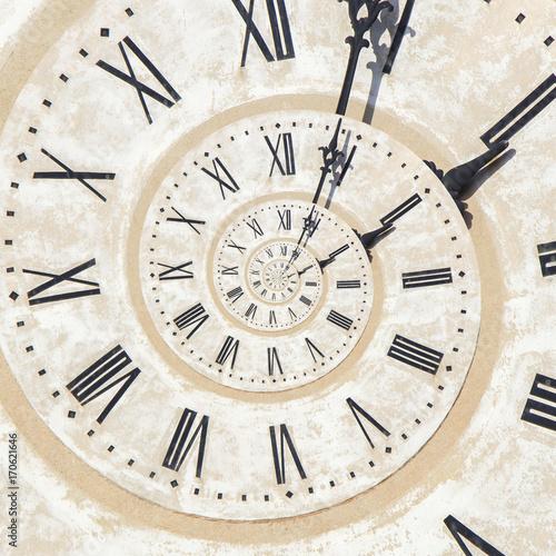 efekt-droste-zegara-na-wiezy-w-bassano