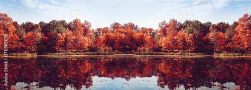 Foto op Aluminium Herfst Autumn Panorama. Fall scene. Beautiful Autumnal park. Beauty nature scene. Autumn landscape, Trees and Leaves, Reflection on the water